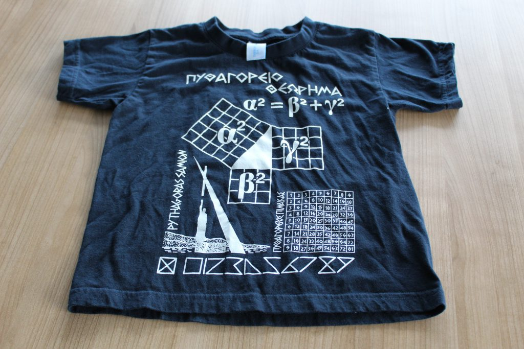 A t-shirt featuring Pythagoras' theorem.