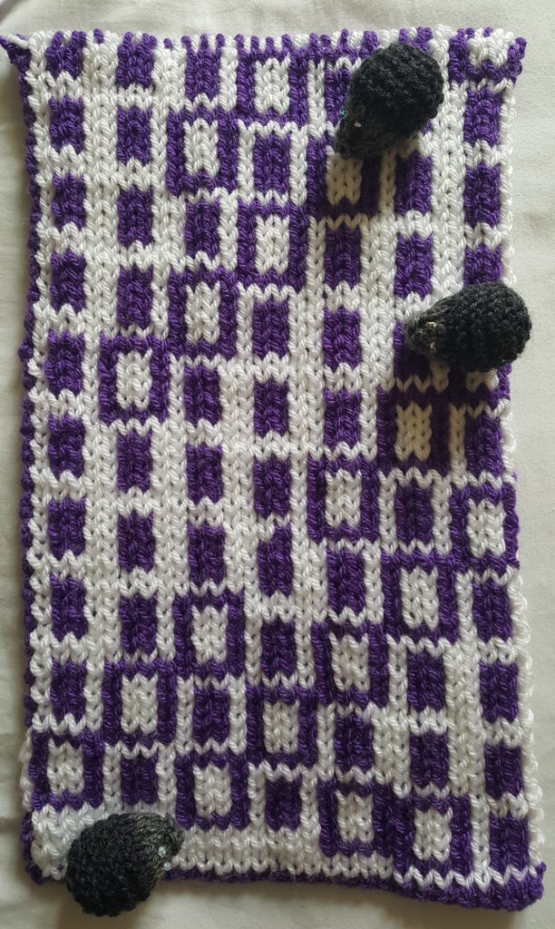 Knitted scarf showing distribution of primes modulo 7 by using coloured blocks in rows of length 7, reverse view
