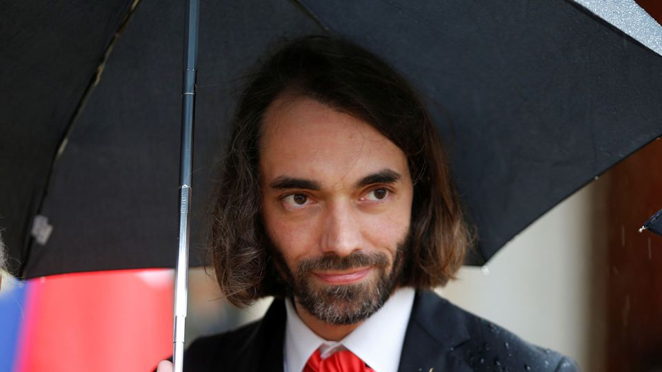 Cédric Villani under an umbrella