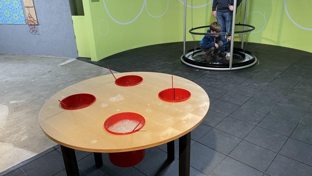 Bubble-based exhibits